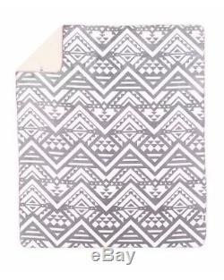 Victoria's Secret LOVE PINK Soft Sherpa Blanket 60x 72, Gray/white Aztec rare